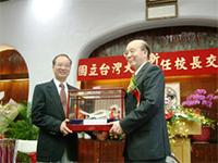 陳維昭校長(左)、李嗣涔校長(右)交接典禮(2005/6)